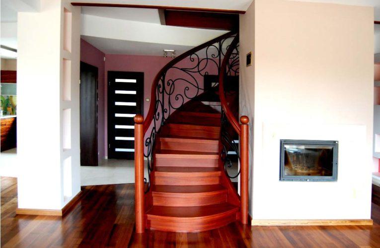 Czy warto wybrać schody u producenta